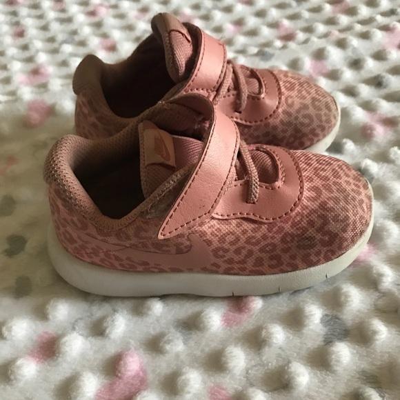 c86e1badd18 Nike pink leopard sneaker (6c) for toddler. M 5b01cb71a44dbea384f59052